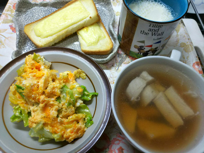 DSC_9692_1129昼・キッチン-キャベツ卵炒め、チキンスープ、チーズトースト、豆乳_400.jpg