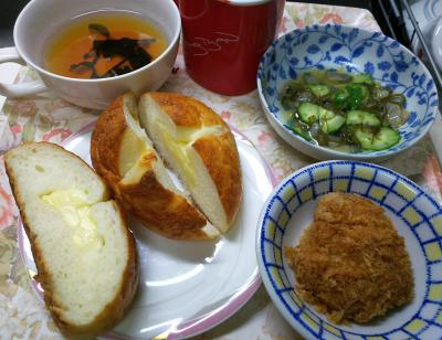 DSC_9792_1207昼-ヒレカツ、チーズパン、タコわさびきゅうり和え、お吸い物_400.jpg