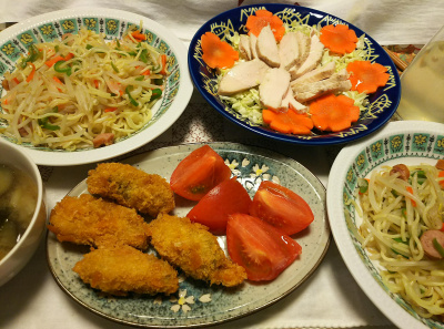 DSC_9842_1208夜-カキフライとトマト、蒸し鶏キャベツと人参、焼きそば_400.jpg
