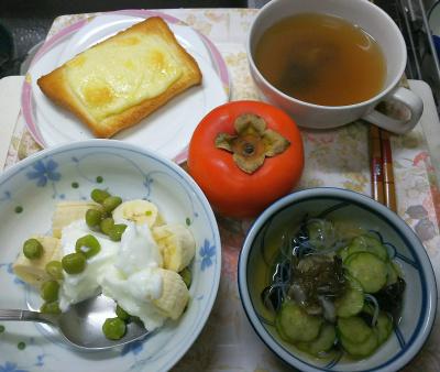 DSC_9897_1214昼-チーズトースト、ピースバナナヨーグルト、きゅうりタコもずく酢の物、スープ_400.jpg