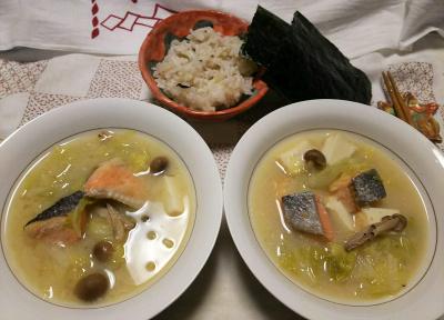 DSC_9947_1218夜-西京漬け味噌の鮭鍋、雑穀ごはん、海苔_400.jpg