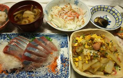 DSC_9986_1221夜-イナダ刺し身、白菜ソーセージ炒め、大根サラダ、チキンスープ、茹でぐり、雑穀ごはん_400.jpg
