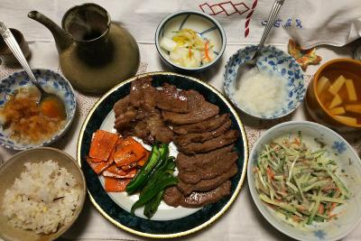 DSC_0113_1222夜-若狭牛の焼き肉、大根おろし、ごぼうサラダ、豆腐スープ、雑穀ごはん、白菜漬物_400.jpg