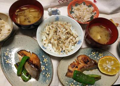 DSC_0147_1223夜-ブリの照焼き、ダイダイ添え、大根ふりかけサラダ、しめじゴボウ味噌汁、雑穀ごはん_400.jpg