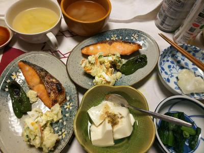DSC_1029_0106夜-鮭焼き、ポテトサラダ、温奴わさび漬け、小松菜おひたし、餅、スープ_400.jpg