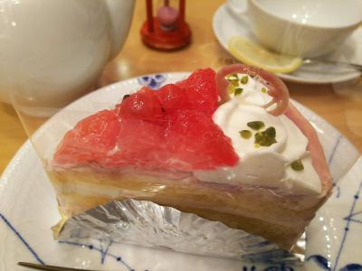 DSC_1057_0107夜・外食-ルビーリングケーキとレモンティ_400.jpg