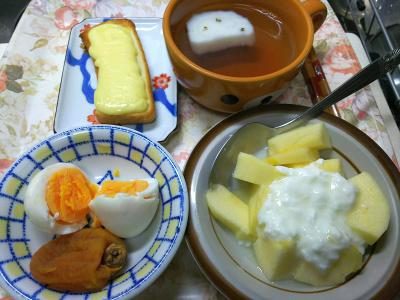 DSC_1148_0112昼-ゆで卵、市田柿、リンゴヨーグルト、チーズトースト、富山かまぼこスープ_400.jpg