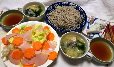 DSC_1159_0112夜-ハムサラダ、鯖水煮とわかめ味噌汁、富山かまぼこ、蕎麦_400.jpg
