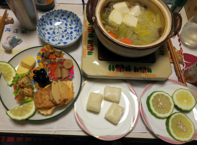 DSC_1207_0115夜-湯豆腐鍋、おかず盛り合わせ、醤油餅、レモンスライス_400.jpg