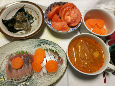 DSC_1229_0124夜-イナダ刺し身、きな粉海苔餅、トマト、人参、白菜スープ_400.jpg