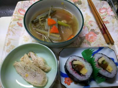 DSC_1268_0126夜・キッチン-海苔巻、蒸し鶏、大根スープ煮_400.jpg