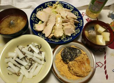 DSC_1217_0128夜-鯖缶と豆腐の味噌汁、蒸し鶏サラダ、大根昆布和え、胡麻餅ときなこ餅_400.jpg