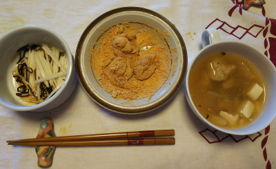 DSC_1228_0129昼-きなこ餅、撮りごぼう汁、大根昆布和え_400.jpg