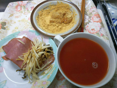 DSC_1243_0131遅い昼-焼豚と大根昆布和え、トマトスープ、きなこ餅_400.jpg