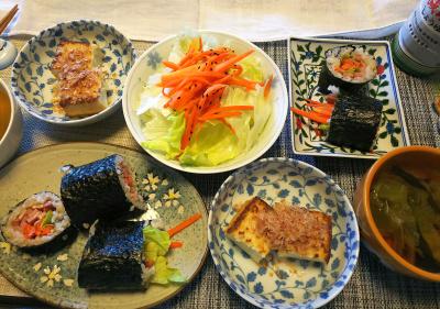 DSC_1326_0202昼-恵方巻の練習、厚揚げ焼き、レタスサラダ、野菜スープ_400.jpg