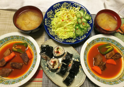 DSC_1168_0204夜-ビーフステーキソース煮、手作り海苔巻き寿司、キャベツサラダ、味噌汁_400.jpg