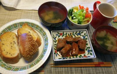 DSC_1220_0205昼-ビーフステーキ、ごまパン、ステックサラダ、スープ_400.jpg