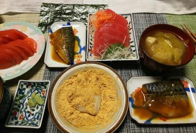 DSC_1305_0206夜-マグロ刺身、鯖煮、トマト、鶏団子スープ、きなこ餅、醤油餅、海苔_400.jpg