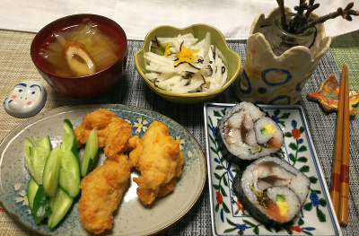 DSC_1398_0210夜-鯖海苔巻寿司、鶏唐揚げ、きゅうり、大根昆布和え、白菜スープ_400.jpg
