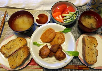 DSC_1422_0213昼-ヒレカツ、鶏の唐揚げ、トマトサラダ、味噌汁、ごまパン_400.jpg
