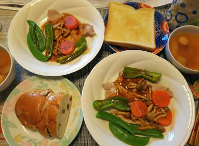 DSC_1533_0218昼-ポークソテー、スナップえんどうなど、ぶどうパンと食パン、麩のスープ_400.jpg