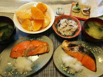 DSC_1592_0222昼-頂き物の鮭焼きとデコポン、味噌汁、雑穀ごはん_400.jpg