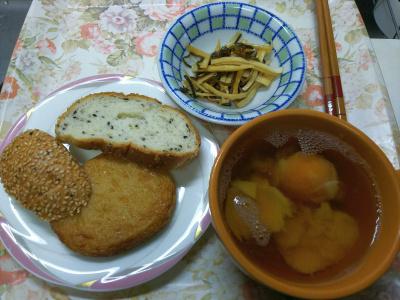 DSC_1705_0226昼・キッチン-ごまパン、さつま揚げ、卵スープ、大根昆布和え_400.jpg