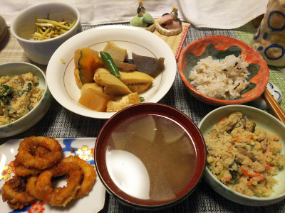 DSC_1709_0226夜-煮物惣菜、イカフライ、おから、スープ、雑穀ごはん、大根昆布和え_400.jpg