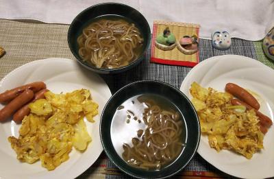 DSC_1766_0302昼-キャベツ卵とじ、ソーセージ、しめじ温蕎麦_400.jpg
