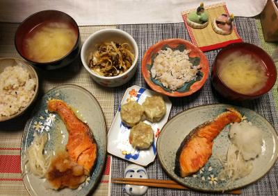 DSC_1781_0303夜-鮭焼、大根おろし、焼売、味噌汁、大根昆布和え、雑穀ごはん_400.jpg