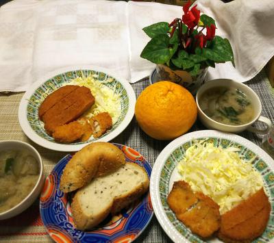 DSC_1826_0306夜-ハムカツ、サンマ唐揚げ、ごまパン、ナスの味噌汁_400.jpg