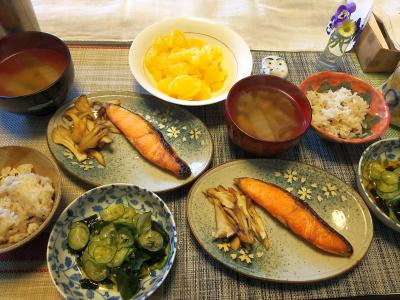 DSC_0086_0315昼-鮭焼き、きゅうりわかめ酢、白菜スープ、雑穀ごはん、夏ミカン_400.jpg