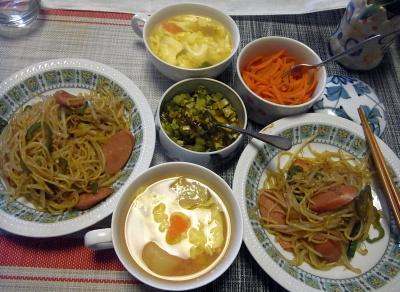 R0017774_0329昼-焼きそば、卵スープ、大根葉昆布和え、人参のしいたけ味噌炒め_400.jpg