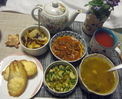 R0017786_0330夜-ビーフシチュー、きゅうりサラダ、大根昆布和え、チーズトースト_400.jpg