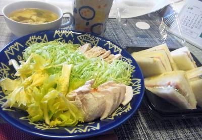 R0017812_0404昼-茹で鶏、キャベツとセロリ、ミックスサンド、かきたま汁_400.jpg