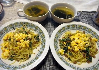 R0017821_0405昼-炒り卵焼きそば、わかめスープ_400.jpg