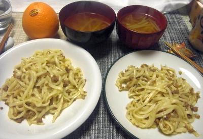 R0017969_0422夜-肉そぼろ焼きうどん、もやしスープ、ネーブルオレンジ_400.jpg
