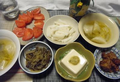 R0018004_0428夜-水餃子、肉ごぼうしらたき、みょうが味噌冷奴、トマトと大根、鶏の唐揚げ_400.jpg