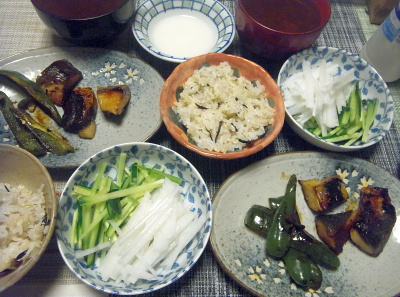 R0018011_0429夜-粕漬け魚焼き、大根と胡瓜、大豆縄文ご飯、スープ_400.jpg