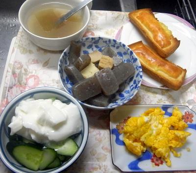 R0018077_0511昼-卵焼き、胡瓜ヨーグルト、こんにゃく煮物、トロロ昆布スープ、チーズトースト_400.jpg