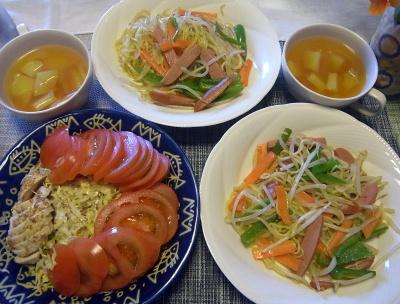 R0018168_0517昼-焼きそば、蒸し鶏とキャベツトマトサラダ、ポテトスープ_400.jpg