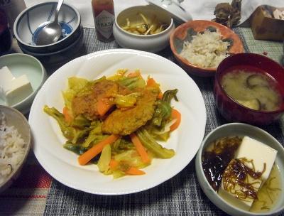 R0018214_0521夜-ハンバーグ野菜ソテー、めかぶ冷奴、大根味噌汁、雑穀ごはん、大根昆布和え_400.jpg