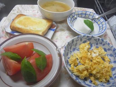 R0018251_0527昼-炒り卵、トマトバジル、チーズトースト、ヨーグルト、味噌汁_400.jpg