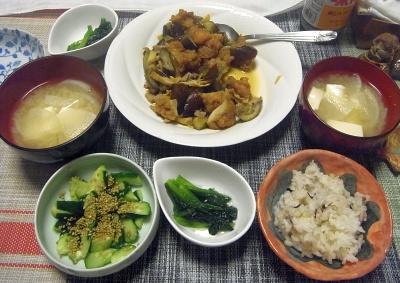 R0018254_0527夜-焼き鳥とナスの炒めもの、冷凍した小松菜おひたし、胡瓜ごま、大根味噌汁、雑穀ごはん_400.jpg