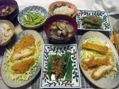 R0018402_0609夜-ポークカツ、キャベツ、オクラ煮浸し、アサリ潮汁、胡瓜胡麻和え、雑穀ごはん_400.jpg