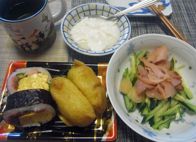 R0018414_0611昼-助六寿司、焼豚サラダ、ヨーグルト_400.jpg