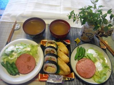 R0018490_0624昼-助六寿司、ハムステーキ、ししとうソテー、レタスサラダ、スープ_400.jpg