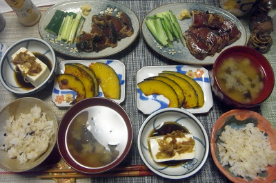 R0018498_0625夜-カツオのづけ、かぼちゃ焼き、冷奴、茄子とミョウガの味噌汁、雑穀ごはん_400.jpg