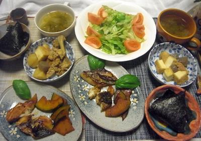 R0018521_0629夜-鰆の照焼き、かぼちゃソテー、鶏とじゃがいも厚揚げ煮物、トマトレタスサラダ、レタススープ、海苔巻きおにぎり_400.jpg