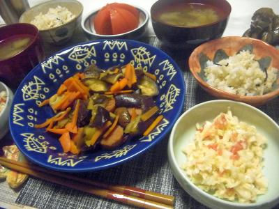 R0018583_0708夜-茄子とソーセージ炒め、コールスローサラダ、トマト、味噌汁、雑穀ごはん_400.jpg